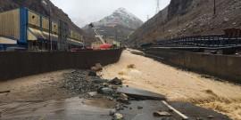 La fuertes lluvias del fin de semana obligaron a suspender las actividades de la mina.