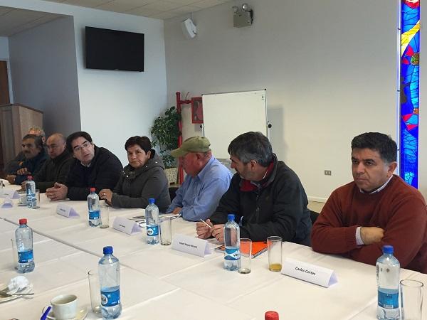 Imagen de diálogo entre ejecutivos de Los Pelambres y representantes de las comunidades.