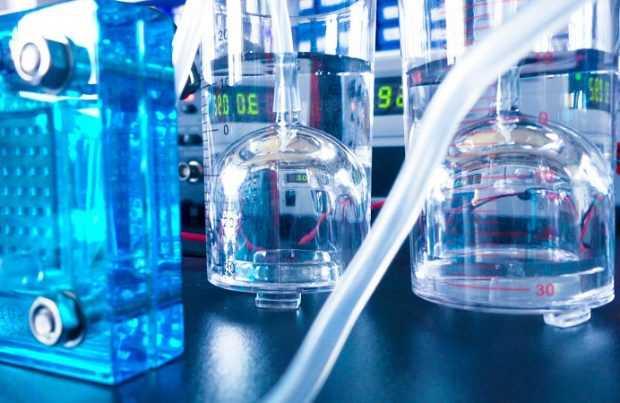 Pruebas de producción de hidrógeno en laboratorio.  Fotografía: Gentileza GIZ Chile