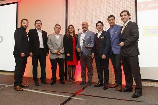 Equipo de Reliper, firma premiada como Mejor Proveedor Nacional