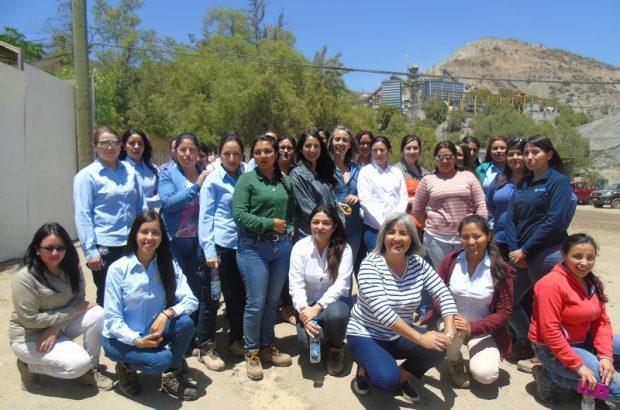 Seremi de la Mujer y Equidad de Género de Coquimbo con trabajadoras de la faena