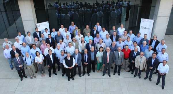 Grupo de participantes del encuentro organizado por el Colegio de Ingenieros de Chile.