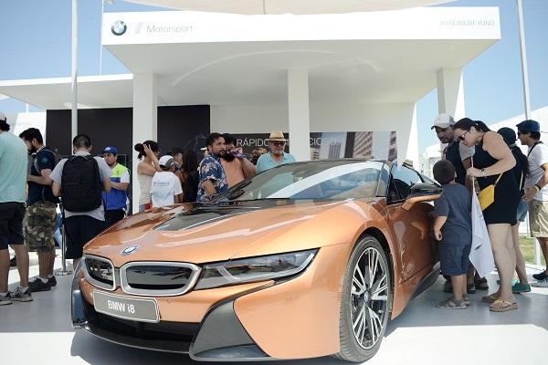 Reconocidas marcas presentaron sus últimos modelos de automóviles eléctricos.