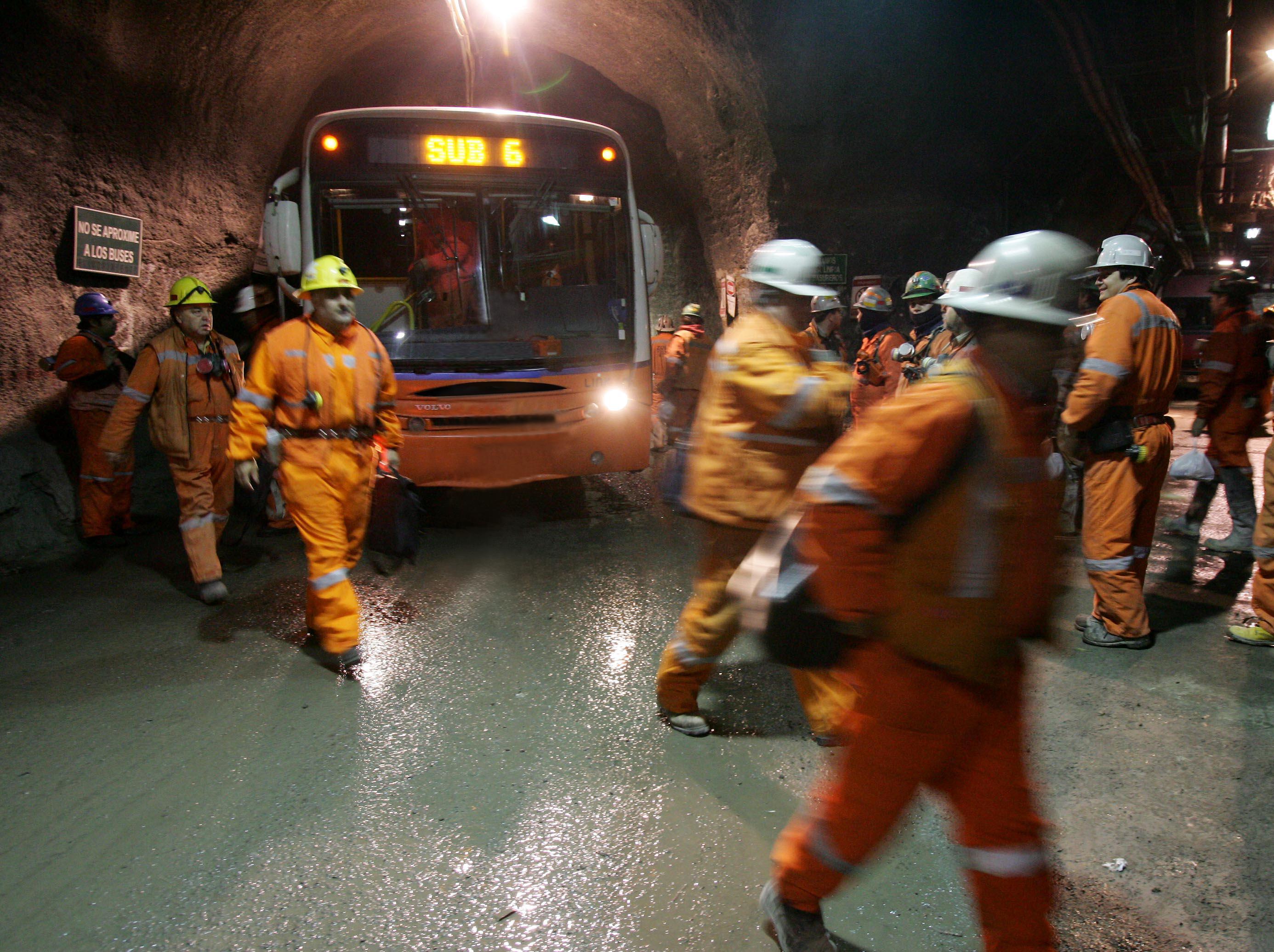 Transporte de personal en El Teniente (Foto gentileza de Codelco)