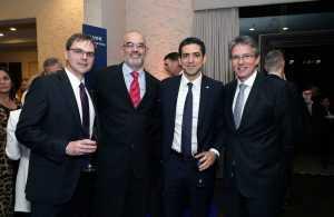 De izquierda a derecha: James Breuer, Max Combes, Mohammad Molavi y Jorge Herbozo.40 años de Fluor.