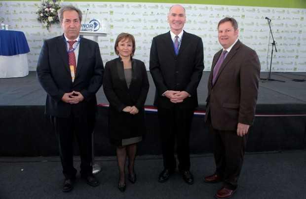 Marko Razmilic, presidente de la AIA, asociación organizadora de Exponor; Marcela Hernando, diputada; Timothy Kane, embajador de Australia; Michael A. Hammer, embajador de Estados Unidos.