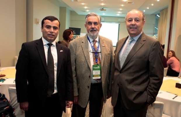 Cristián Daroch, representante de Export Development Canadá; Ricardo Cortés, Grupo Editorial Editec; Gonzalo Muñoz, agregado comercial Embajada de Canadá.
