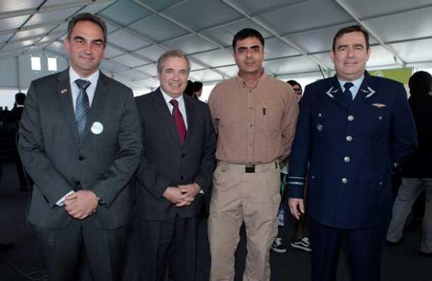 Alfonso Teplizky, gerente general Morgan Industrial; André Sougarret, Minera Centinela; Mijali Proestakis, Drillers Suply; general Roberto Avendaño, Fuerza Aérea de Chile.