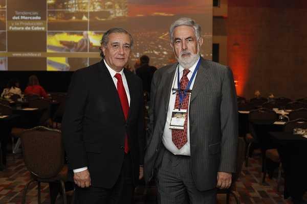 Sergio Hernández, de Cochilco; Ricardo Cortés, Grupo Editorial Editec.