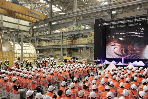 Ceremonia de aniversario e inauguración de la planta.