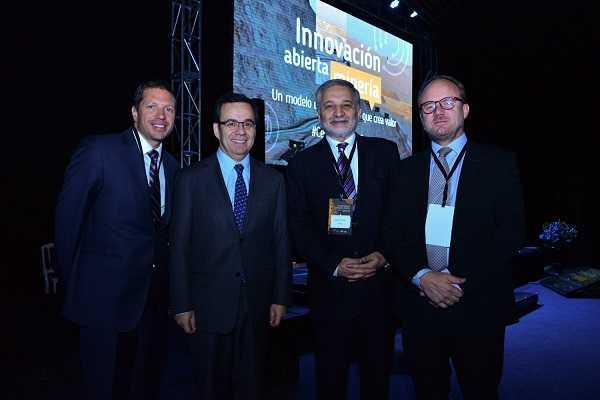 Macos Kulka, gerente general de Fundación Chile; Luis Felipe Céspedes, Ministro de Economía; Eduardo Bitran, Vicepresidente ejecutivo de Corfo; Mauro Valdés, presidente del Programa Nacional de Minería Alta Ley.