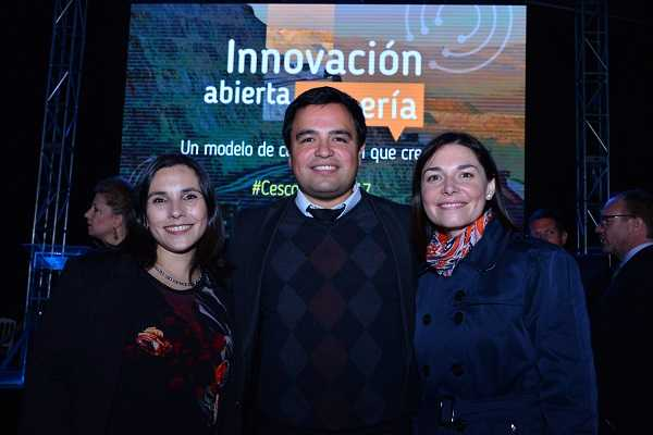 María José Araneda, líder de Categoría Clúster de Minera Escondida; Jonathan Castillo, gerente del Programa Nacional de Minería Alta Ley; Leah Pollak, gerente de Desarrollo de Fundación Chile.