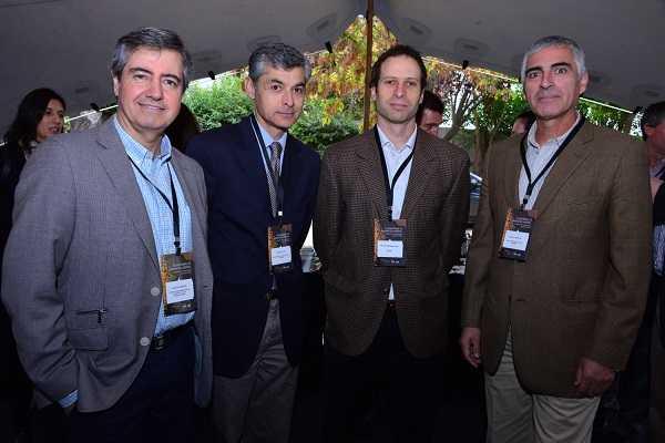Claudio Maggi, gerente de Desarrollo Competitivo de Corfo; Gonzalo Cid, gerente de Fundación Tecnológica Sonami; Felipe Dussaillant, gerente general de M-Risk; Pablo Pastene, director ejecutivo del Centro de Innovación de la Universidad Adolfo Ibañez.
