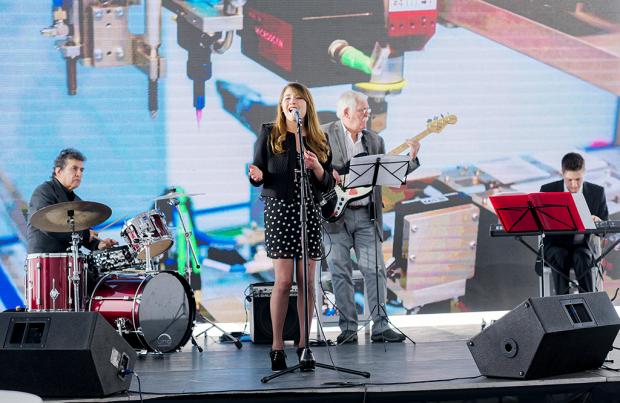La música acompañó la inauguración del nuevo edificio.