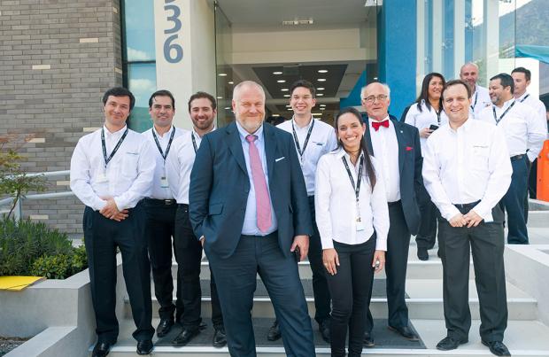 Los altos ejecutivos del Grupo junto a personal de Endress+Hauser Chile.