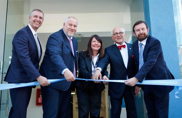 Los máximos ejecutivos del Grupo Endress+Hauser inauguran la nueva sede en Chile.