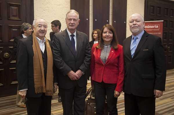 Víctor Carrión, asesor; Erick Weber, gerente general de CAP; Susana Torres, presidenta de Aprimin; Juan Carlos Olivares, director ejecutivo de Aprimin.