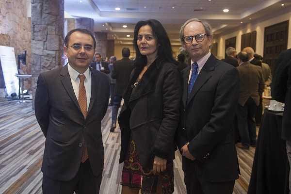 Juan Carlos Guajardo, director ejecutivo de Plusmining; Jeanette Dessy y Rodrigo Fuentes, ambos de Direcmin.