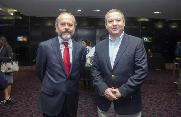 Francisco Martin, presidente Asociación de Empresas Consultoras de Ingeniería (AIC); Andrés Costa, gerente general de FLSmidth.