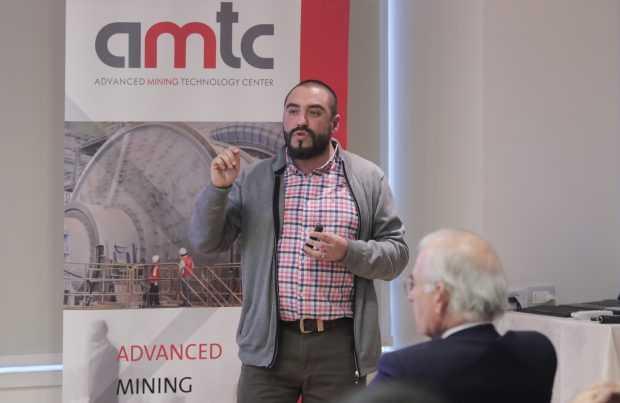 Humberto Estay presenta proyecto de valorización de recursos usando procesos compactos y sustentables. Foto: Gentileza de Sonami.