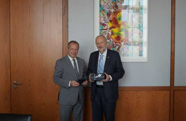 Ministro Baldo Prokurica junto al viceministro de Economía y Energía de Alemania, Oliver Wittke.Foto: Gentileza Ministerio de Minería.
