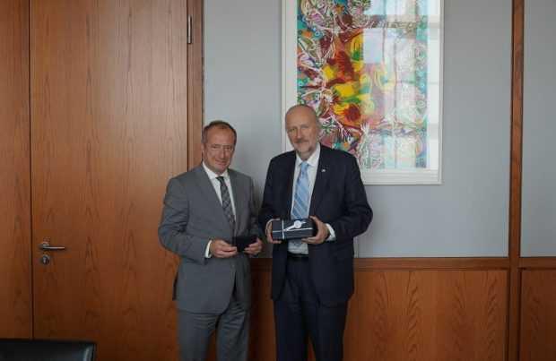 6. Baldo Prokurica y viceministro de Economía de Alemania, Oliver Wittke.