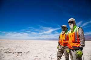 Monitoreo ambiental en el Salar de Atacama (2). Foto gentileza de Albemarle.
